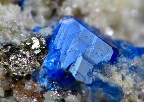 Содалит: камень и его свойства, кому подходит по знаку зодиака, цвет и значение