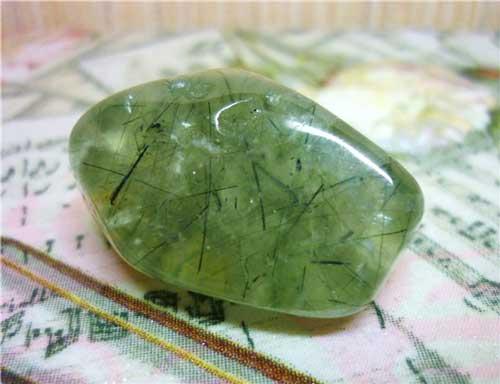 Пренит: камень и его свойства, кому подходит по знаку зодиака, цвет и значение