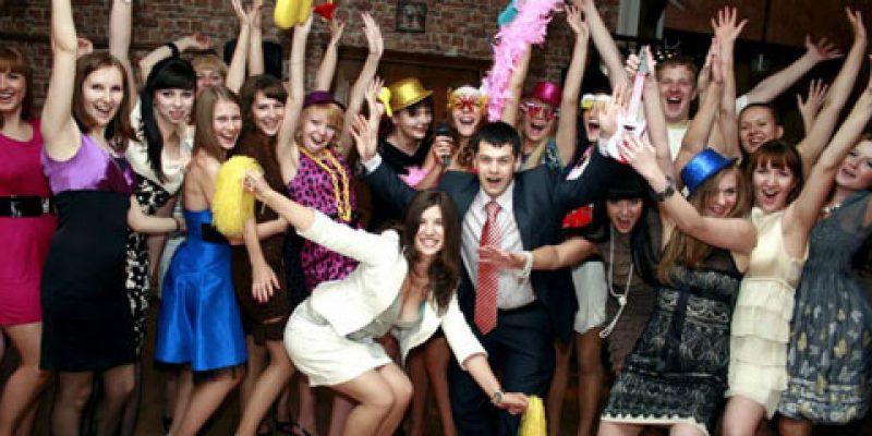 Смешные и веселые конкурсы на день рождения для взрослых: застольные