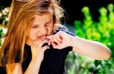 Вредная привычка грызть ногти и как отучить от нее ребенка: советы по годам
