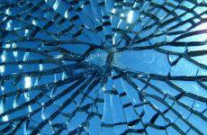 Народная примета: к чему бьется зеркало в доме и что делать?