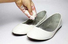 Как убрать неприятный запах из обуви: быстро и просто