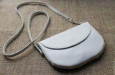 Как почистить белую кожаную сумку в домашних условиях?