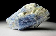 Описание камня кианит и магические свойства: значение для человека