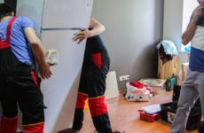 Можно ли перевозить холодильник в лежачем положении на легковом автомобиле?