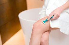 Как правильно брить ноги бритвой: девушкам и мужчинам