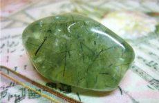 Описание камня пренит и магические свойства: значение для человека