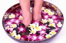 Как избавиться от неприятного запаха ног у мужчин и женщин?